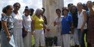 Hijas de la Acacia, Monumento a las Madres