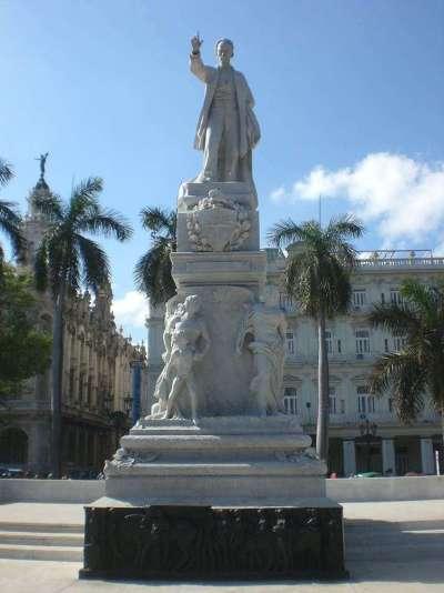 Estatua de Martí en el Parque Central / Foto: Cortesía del autor