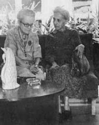 De izquierda a derecha Dulce María y Flor Loynaz