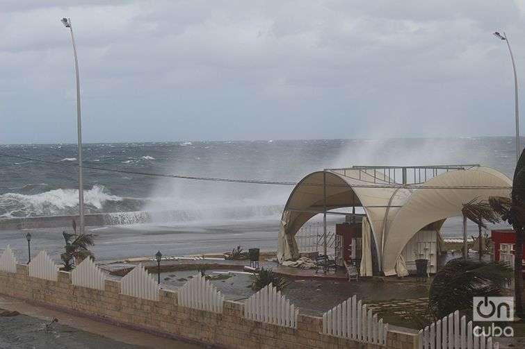 Inundación-del-Malecón-Penetración-del-Mar-en-La-Habana-Cuba-Invierno-de-Enero-2015-13
