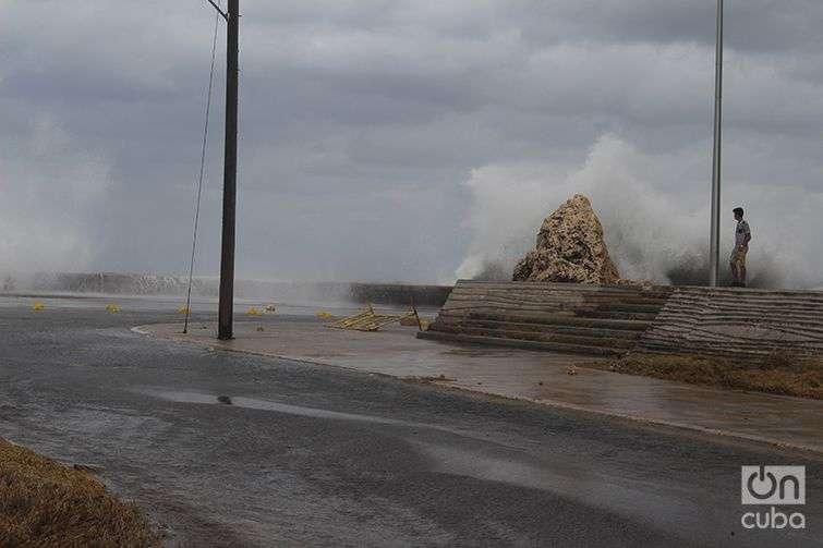 Inundación-del-Malecón-Penetración-del-Mar-en-La-Habana-Cuba-Invierno-de-Enero-2015-4