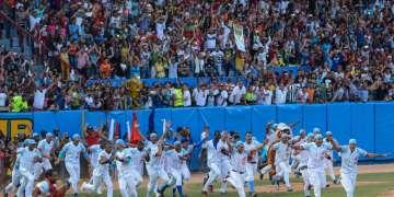 El equipo de los Tigres de Ciego de Ávila se proclamó campeón nacional de la 55 Serie Nacional de Béisbol, al derrotar a los Vegueros de Pinar del Rio, cuatro juegos a tres, en el estadio José Ramón Cepero, de la capital avileña, el 17 de abril de 2016. ACN FOTO/Marcelino VAZQUEZ HERNANDEZ/rrcc