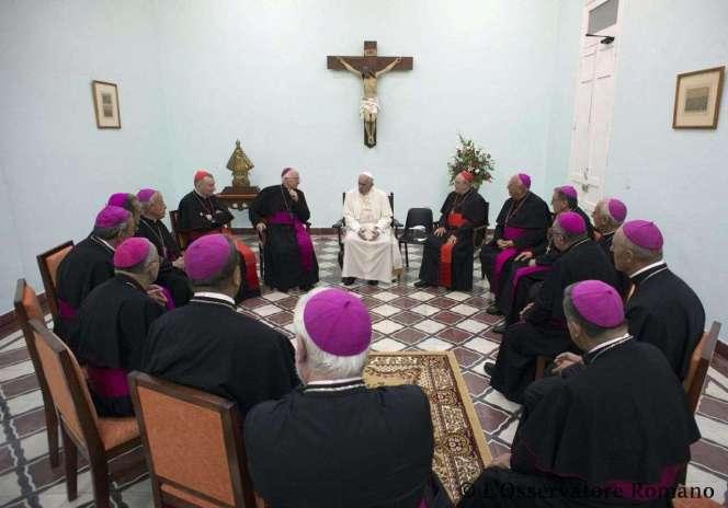 El Papa Francisco y los Obispos cubanos reunidos en Santiago de Cuba.