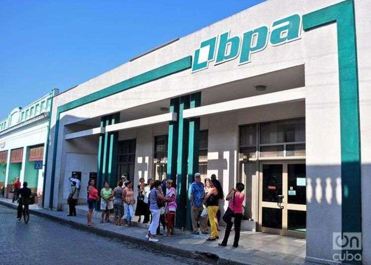 Banco cubano. Foto: Yariel Valdés González / Archivo.