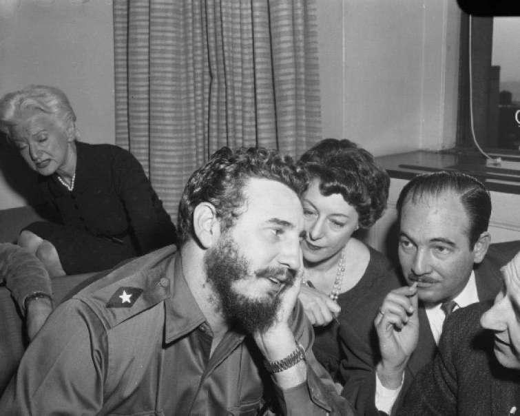 Con periodistas en el Hotel Statler de Nueva York el 22 de abril de 1959.