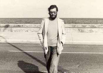Julio Cortázar en el Malecón habanero.