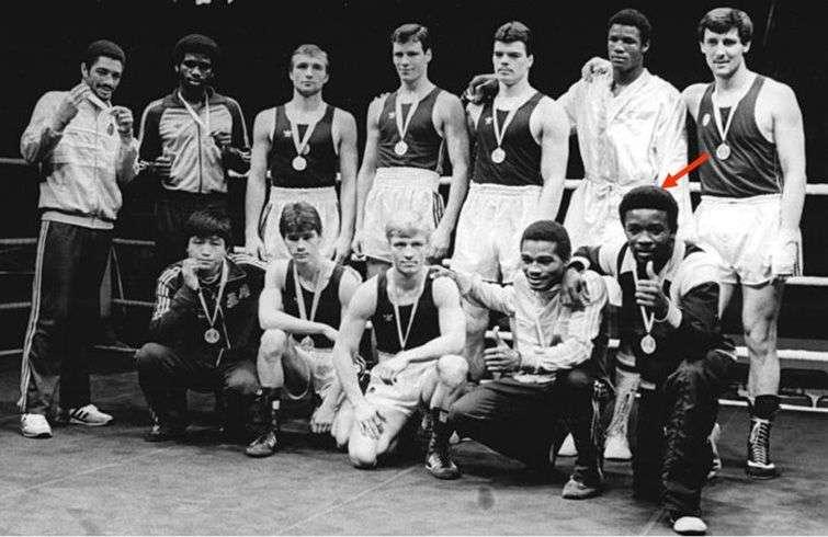 Horta (señalado) con otros medallistas de la Copa Química de 1985 en Alemania Oriental. Foto: Thomas Lehmann.