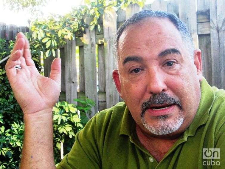 En Miami el actor cubano Albertico Pujols de 56 años no descarta la posibilidad de irse a otro lugar. Foto: Susana Méndez.