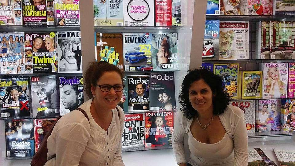 Milena Recio, una de las editoras de OnCuba web y Thaimi Arboleya, editora de OnCuba Magazine.