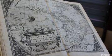Ejemplar del Ortelius Atlas devuelto a Cuba por la biblioteca El Ateneo, en Boston. Foto: Ismario Rodríguez.