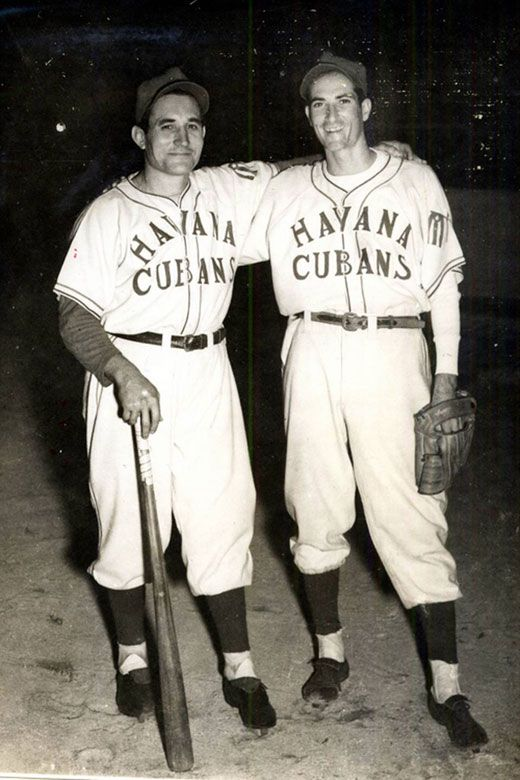 Conrado Marrero (left) and SandalioConsuegra with the Havana Cubans' shirt. Photo: elnuevoherald.com