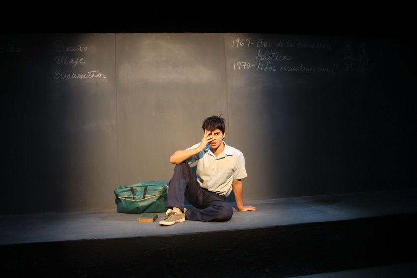 "Daniel Romero in ""10 million"". Argos Teatro. Photo: Manolo Garriga."