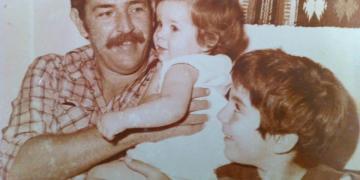 Juan y sus hijos Silvia e Ian Padrón.