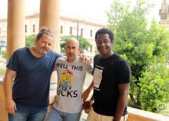 """De izquierda a derecha, los tres """"cosmonautas"""" cubanos: Iván Camejo, Carlos Gonzalvo y Kike Quiñones. Foto: Ismario Rodríguez."""