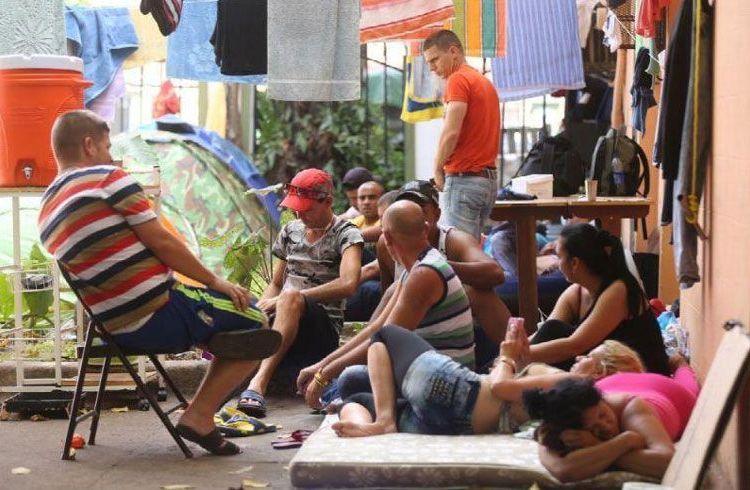Migrantes cubanos en un albergue en Los Planes de Gualaca, Panamá. Foto: La Estrella de Panamá / Archivo.