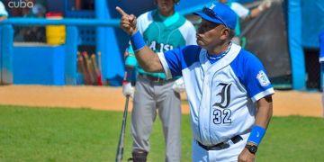 """Con Victor Mesa como director de Industriales, ya suceden cosas """"raras"""", en la pelota cubana. Foto: Otmaro Rodríguez."""