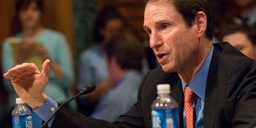 El senador demócrata Ron Wyden lidera un proyecto de ley para promover el comercio con Cuba. Foto: Newsroom / US Senator Ron Wyden.