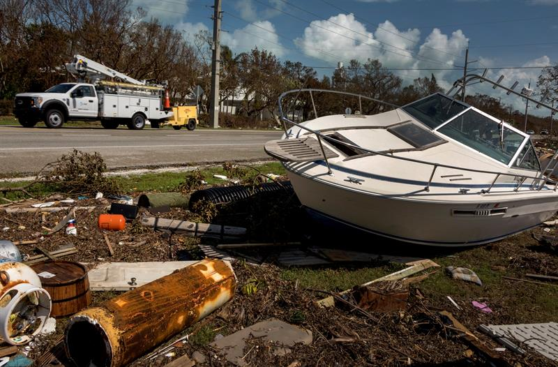 Irma's destruction in Marathon, the Florida Keys. Many areas remain under a curfew from nightfall to dawn. Image from Wednesday the 13th. Photo: Cristóbal Herrera / EFE.