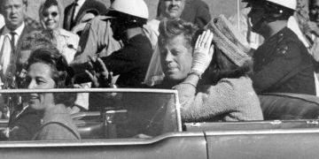 El presidente John F. Kennedy en Dallas poco antes de ser asesinado. Foto: AP / El País.