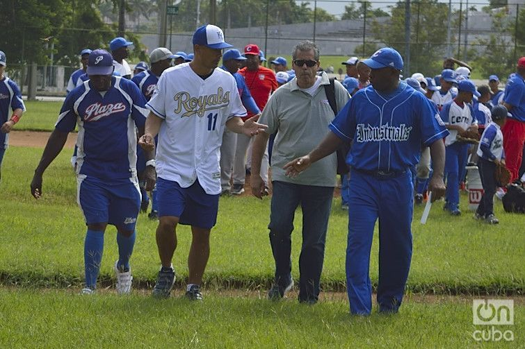 With Guthier were well-known Cuban players Lázaro de La Torre, Rolando Verde, Antonio Scull, among others.