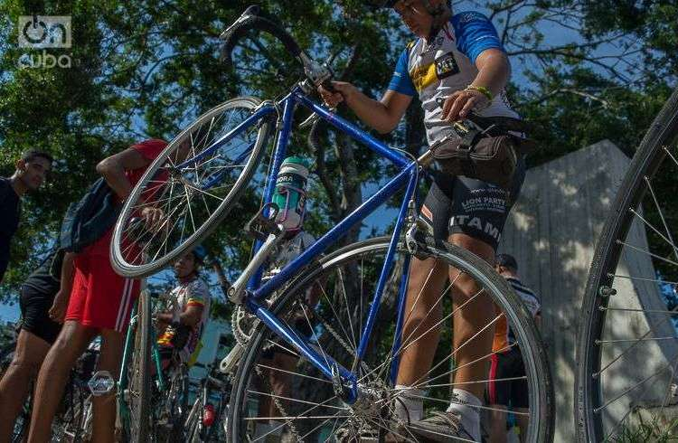 Celebración por el Día Mundial de la Bicicleta en Cuba. Foto: Otmaro Rodríguez.
