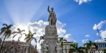 Estatua de José Martí en el Parque Central, La Habana Vieja. Foto: Kaloian.