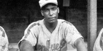 """Martín Dihigo, """"El Maestro"""" (con el uniforme del club Cienfuegos), imprescindible en cualquier equipo histórico de Matanzas y de Cuba. Foto: cubahora.cu."""