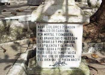 Uno de los epitafios más famosos de Cuba. Foto: Cortesía de la revista Senderos de la Oficina del Historiador de Camagüey.