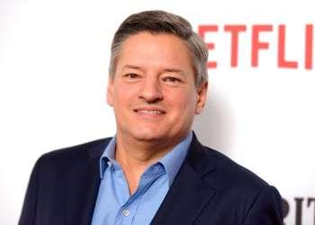 """El director de contenido de Netflix Ted Sarandos llega al estreno de la primera temporada de """"Santa Clarita Diet"""" en Los Angeles, febrero de 2017. Foto: Richard Shotwell / Invision / AP."""