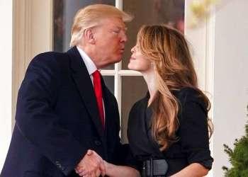 El presidente Donald Trump despide con un beso a la directora de comunicaciones de la Casa Blaanca, Hope Hicks, en su último día de trabajo, el 29 de marzo de 2018. Foto: Andrew Harnik / AP.