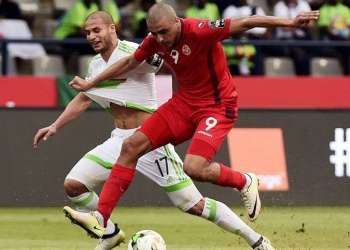 Túnez (de rojo) y Argelia muestran hoy realidades diferentes en el fútbol africano. Mientras el primero asciende, el segundo se perderá el Mundial de Rusia. Foto: AS.