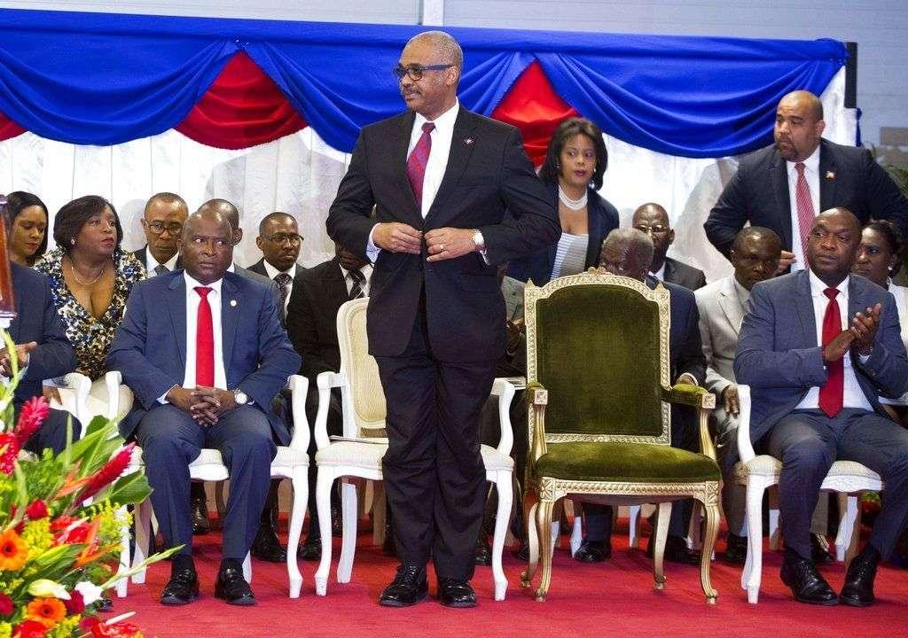 En esta imagen del 21 de marzo de 2017, el primer ministro de Haití, el doctor Jack Guy Lafontant, durante su ceremonia de confirmación en el Palacio Nacional de Puerto Príncipe. Foto: Dieu Nalio Chery / AP.