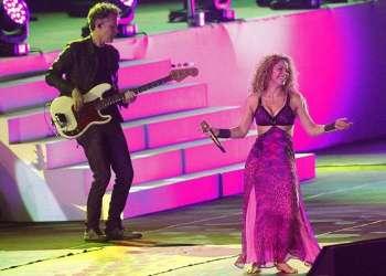 La cantante colombiana Shakira actúa durante la ceremonia de apertura de los XXIII Juegos Centroamericanos y del Caribe de Barranquilla. Foto: Luis Eduardo Noriega / EFE.