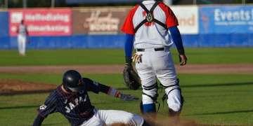 Aunque finalmente quedó en cuarto lugar, el equipo cubano vivió una semana negra en el torneo beisbolero de Harleem, Holanda. En la imagen, momento de la derrota ante Japón en la fase eliminatoria. Foto: Robert C. Bos.