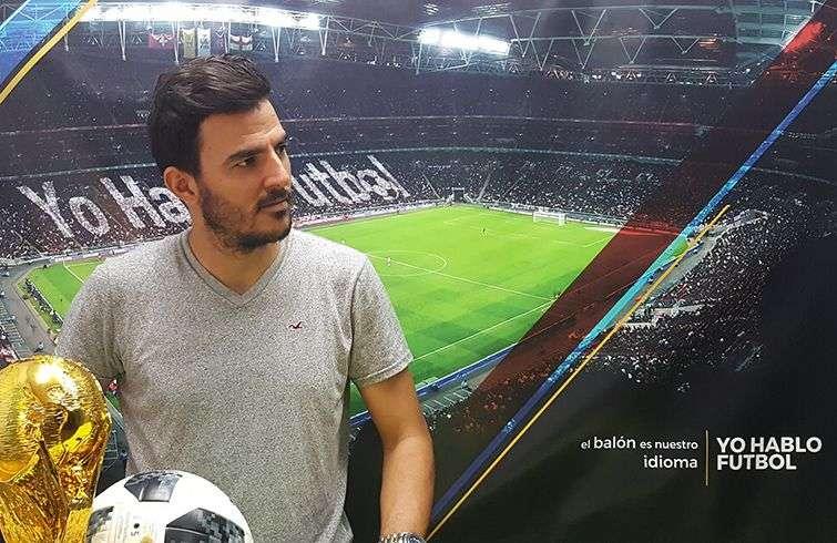Daguito Valdés en la escenografía de Yo Hablo Fútbol estrenada para el Mundial Rusia 2018. Foto: Perfil de Facebook de Daguito Valdés.