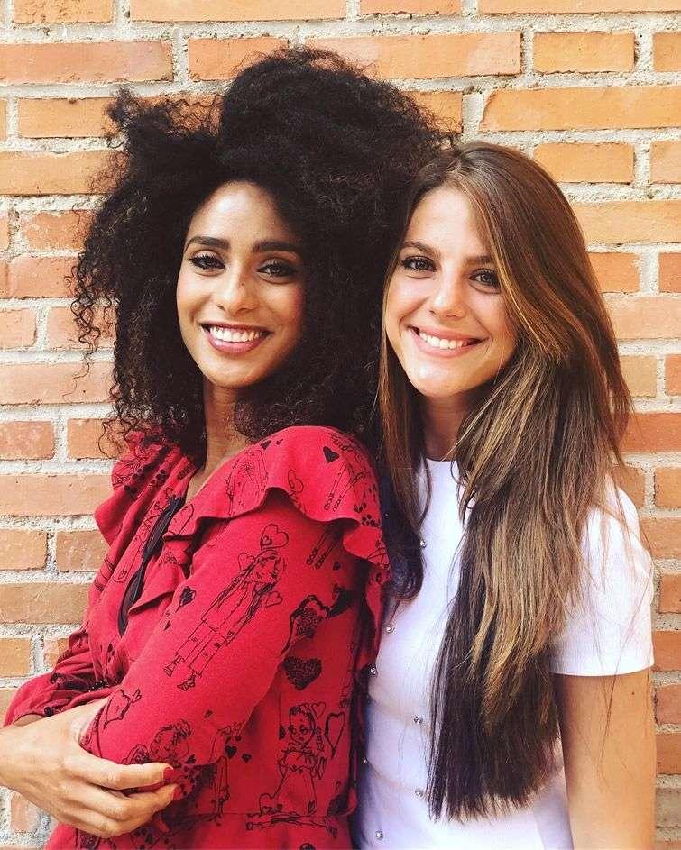 Ketty Fresneda y la madrileña Marta Verona, la ganadora del primer lugar del concurso. Quedaron como grandes amigas.