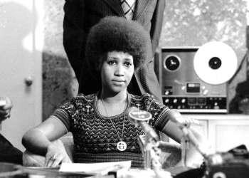 Aretha Franklin en una conferencia de prensa, el 26 de marzo de 1973. Franklin murió el jueves 16 de agosto de 2018 en su casa en Detroit. Tenía 76 años. Foto: AP.