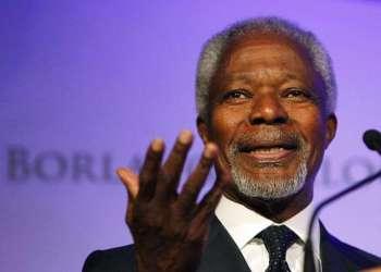 El ex Secretario General de Naciones Unidas, Kofi Annan, habla en un simposio en Des Moines, Iowa. Annan, primer africano de raza negra en ocupar el cargo, murió a los 80 años en Berna, Suiza. Foto: Charlie Neibergall / AP / Archivo.
