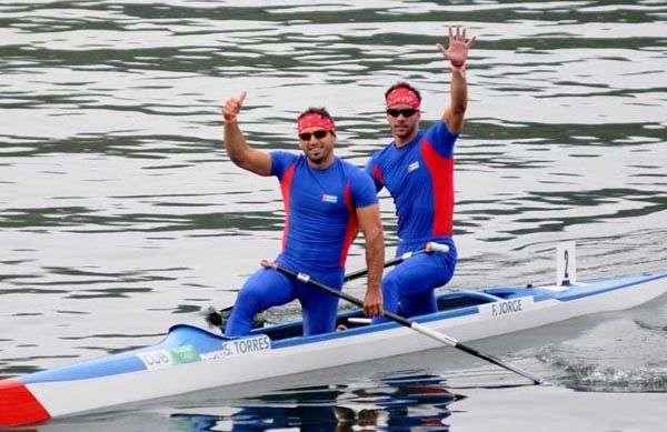 Los canoístas cubanosSerguey Torres (izq) y Fernando Dayán Jorge materializaron una temporada de altura. Foto: Omara García / ACN / Archivo.