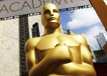 Estatua del Oscar a la entrada del Dolby Theatre para la 87ma cefemonia de los Premios Oscar en Los Ángeles, en 2015. Foto: Matt Sayles / Invision / AP / Archivo.