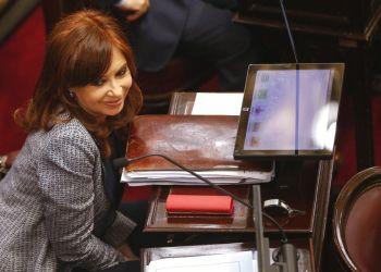 La senadora y expresidenta Cristina Fernández en el Senado en Buenos Aires, en agosto de 2018. Foto: Natacha Pisarenko / AP / Archivo.