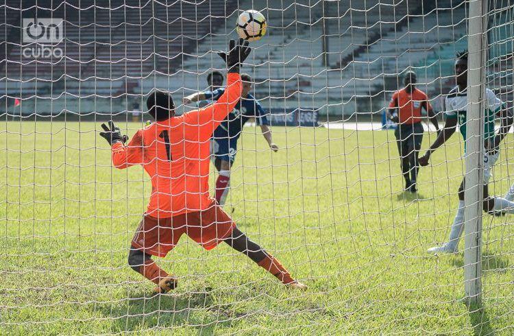 Partido entre Cuba y Turcas y Caicos, en el inicio de la Liga de las Naciones de la Concacaf, este sábado 8 de septiembre en el Estadio Pedro Marrero de La Habana. Foto: Otmaro Rodríguez.