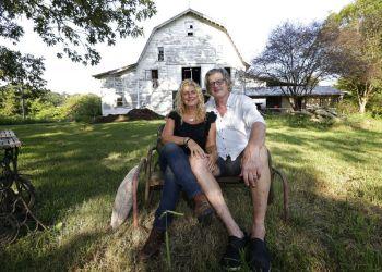 Heather y Tom LaGarde fotografiados en la granja de Saxapahaw, Carolina del Norte, a la que se mudaron después del ataque a las Torres Gemelas de Nueva York. Eran felices en la ciudad, pero ya no se sentían seguros. Foto: Gerry Broome / AP.