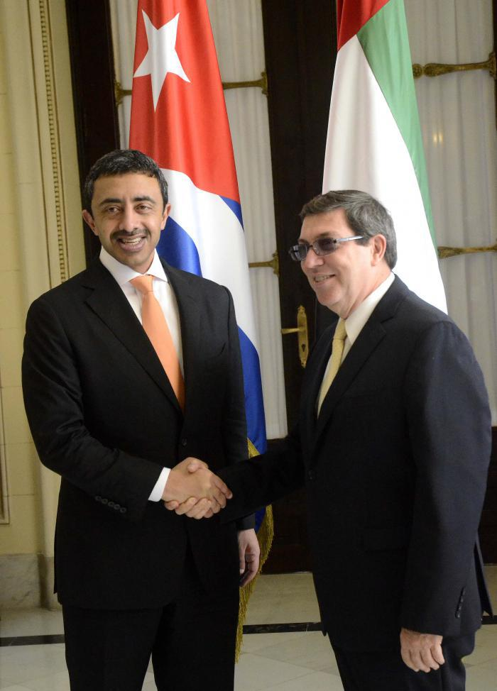 Cuban Foreign Minister Bruno Rodríguez greeting United Arab Emirates Foreign Minister Sheikh Abdullah Bin Zayed Al-Nahyan during his official visit to Cuba in October 2015. Photo: Anabel Díaz / Granma.