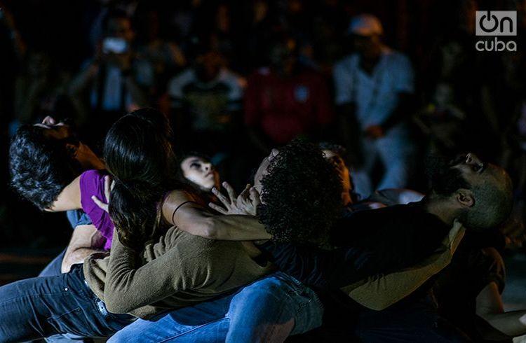 """Danza Contemporánea de Cuba en el Festival """"San Isidro, Distrito de Arte"""". Foto: Pablo Dewin Reyes."""