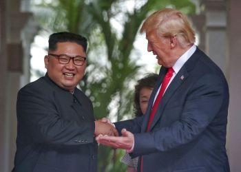 El presidente estadounidense Donald Trump durante su cumbre con el líder norcoreano Kim Jong Un en Singapur el 12 de junio del 2018. Foto: Kevin Lim / The Straits Times vía AP / Archivo.