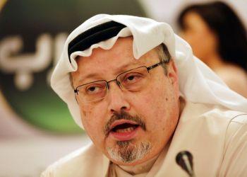 El periodista Jamal Khashoggi durante una conferencia de prensa en Manama, Bahréin. Foto: Hasan Jamali/AP.