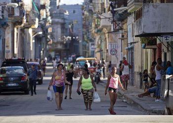 Vista general del barrio de Centro Habana este jueves 20 de septiembre del 2018, donde fueron rescatadas dos españolas tras viajar a Cuba supuestamente engañadas por una santera. Foto: Yander Zamora / EFE.
