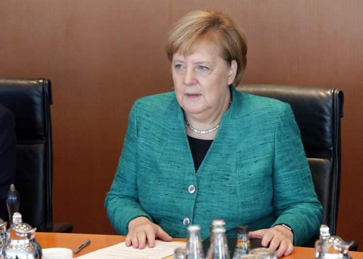 La canciller de Alemania, Angela Merkel, durante la reunión semanal de su gobierno en la cancillería, en Berlín, el 2 de octubre de 2018. Foto: Michael Sohn / AP.