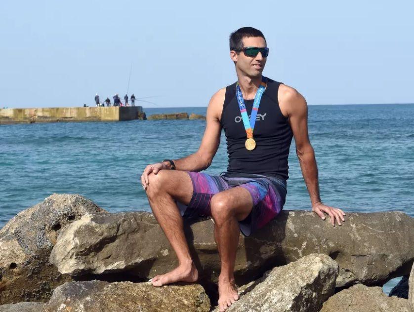A Gal Friedman le robaron sus medallas en el 2005, pero una persona las encontró en la playa. Foto: Bernie Ardov